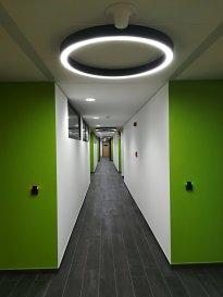 Bureau de 311 m2 divisible en deux, voire trois bureaux plus un Theke réceptionniste/secrétaire. Une salle de réunion (à la demande en option). WC Hommes /Dames séparés, Salle de douche. Possibilité d'installer une mini-cuisine. Le grand espace commun très agréable pour fumeur (et non seulement) est prévu dans la cour intérieure du bâtiment au niveau du 2eme étage.  Système d'alarme, système ISP pour l'ouverture des portes d'entrées et de bureau. Surveillance vidéo pour les accès au parking, les halls d'entrées ainsi que les couloirs.  Le bâtiment est proche de l'autoroute A3, la route nationale n31. Loyer 24€/m2 Charges forfaitaires 3€/m2 Possibilité de louer les places de parking 75€/place