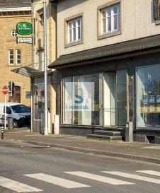 Loué!!!   Local commercial près de toute commodité à côté de la Gare.  Pas adéquat pour restauration ou épicerie! Ref agence :152