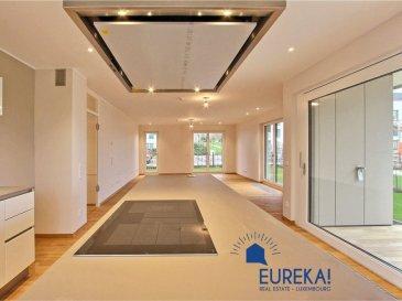 EUREKA REAL ESTATE vous présente en exclusivité à la location un somptueux appartement très lumineux, dans une nouvelle résidence achevée en 2017, dans le prestigieux quartier de BELAIR, aux finitions haut de gamme, proche du centre-ville, qui se compose comme suit:  -hall d'entrée avec domotique permettant de régler tous les stores, chauffage, alarme etc. -wc séparé  -vaste living de 55m2 avec cuisine moderne intégrée et îlot de travail ouvert sur une grande terrasse en bois et un beau jardin privatif  -trois chambres à coucher dont une avec dressing  -une salle de bains avec baignoire, douche wc et double vasque  Il y a du triple vitrage et du parquet massif dans tout l'appartement sauf dans la salle de bains   Une cave et deux emplacement de parking intérieurs viennent compléter cet ensemble.   A découvrir rapidement coup de coeur assuré!   animaux acceptés   DISPONIBLE JANVIER 2020  Pour plus de renseignement et pour convenir d'une visite, merci de contacter le +352 671 137 400  AVANTAGES DE L'APPARTEMENT : -chauffage au sol -triple vitrage -classe énergétique AAA -parquet massif  -domotique moderne  -grand jardin privatif  -rue calme et résidentielle -proximité du centre ville et des transports en commun