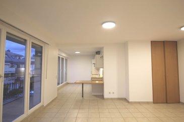 Disponible au 1 JUIN 2021 <br><br>Bel Appartement avec 1 chambre à coucher et terrasse sis au 2. étage dans une résidence très soignée et tranquille.<br>(adresse:  2 rue Hondsbreck  L-5835 Alzingen)<br><br><br>L\'appartement se compose comme suit:<br>==============================<br>Living avec accès sur terrasse de 9 m²<br>Cuisine entièrement équipée <br>1 Cambre à coucher (parquet au sol) <br>1 Salle de bains<br>1 Parking intérieur privatif, cave privative et buanderie commune.<br><br>*Information pratique*<br>Bus de la Ville à 50m / accès rapide au Centre-ville , Cloche d\'Or et Kirchberg. ppartement idéalement situé (rue intérieure tranquille- zone verte) et proche de toutes commodités , services de Hespérange/Alzingen.<br><br>