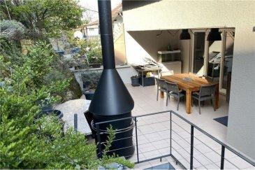 Veuillez conacter Eusébio Henriques pour de plus amples informations : - T : 691 660 033 - E : henriques.eusebio@remax.lu  RE/MAX, Spécialiste de l'immobilier a Itzig, vous propose, cette belle Maison Mitoyenne entièrement rénovée en vente. Elle se compose comme suit :  Au rez-de-chaussée : Vous disposez d'un hall spacieux de 16,20 m², d'une chambre d'amis avec salle de bain, de 2 garages indépendants avec portes électriques d'une surface de 33,50 m², d'une buanderie, d'un local de rangement et d'une porte d'accès au jardin/terrasse.  Au 1er étage : - Hall d'accueil de 14,55 m² - Un grand séjour/salle à manger de 49,55 m², avec cheminée au feu de bois, des baies vitrées donnant sur la terrasse, une cuisine équipée et séparé de 13,05 m² avec accès à la terrasse, une salle de douche avec WC de 2,55 m² et pour compléter le tout vous avez une agréable terrasse couverte de 32 m².  Au 2? étage : Hall d'accueil de 14,25 m² donnant sur : - 1 suite parentale de 25 m² avec salle de bain (baignoire, douche, double vasque, WC et bidet) - 1 chambre de 17,45 m² - 1 chambre de 9,85 m²  - 1 bureau de 9,70 m²  Pour compléter le tout, vous avez un jardin terrasse sur les hauteurs qui permet de surplomber Itzig.  La maison a été rénovée en 2018/2019.  Chaudière à condensation de 2019.  Frais d'agence RE/MAX : 3 % du prix de vente + TVA à charge de la partie venderesse Toute offre sera soumise à l'acceptation expresse des vendeurs.