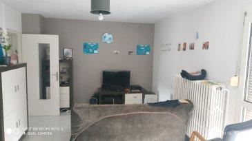 Bel appartement de 90 m2 comprenant salon, cuisine, 4 chambres, salle de bains, WC, débarras, double vitrage, chauffage au gaz collectif, une cave, un garage