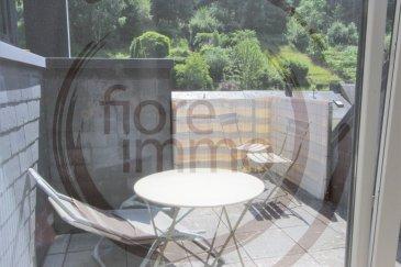 Nous avons le plaisir de vous proposer à la location un beau duplex situé au 3ème étage d\'une résidence moderne au Luxembourg-Neudorf.<br><br>De par sa situation géographique exceptionnelle, vous accédez directement au quartier du Kirchberg, à l\'aéroport et à Clausen et Grund.<br><br>D\'une surface de 60m², l\'appartement se compose comme suit :<br>- Une belle cuisine entièrement équipée avec cellier ;  <br>- Une chambre très spacieuse à l\'étage ;<br>- Une grande pièce à vivre très lumineuse avec accès sur une terrasse sans vis-à-vis ;<br>- Une salle de douche avec toilette ;<br>- Parking lift ;<br><br>Détails :<br>- Pas meublé.<br>- Dernier étage sans ascenseur ;<br>- Chauffage au gaz ;<br>- Proche de plusieurs arrêts de bus ;<br>- Animaux non acceptés.<br><br>Frais d\'agence un mois de loyer + 17% TVA.<br><br>Pour plus de renseignements, veuillez contacter l\'agence.<br><br><br /><br />We are pleased to propose for rent a beautiful duplex located on the 3rd floor of a modern residence in Luxembourg-Neudorf.<br><br>Due to its exceptional location, you have direct access to the Kirchberg district, the airport, Clausen and Grund.<br><br>Covering an area of 60m², the apartment is composed as follows:<br><br>- A beautiful fully equipped kitchen with pantry;<br>- A very spacious room upstairs;<br>- A large living room very bright with access to a terrace without vis-à-vis;<br>- A shower room with toilet; <br>- Lift parking.<br><br>Details:<br>- Not furnished;<br>- Last floor without elevator;<br>- Gas heating;<br>- Close to several bus stops;<br>- Animals not accepted.<br><br>Agency fees one month rent + 17% VAT.<br><br>For more information, please contact the agency.<br>