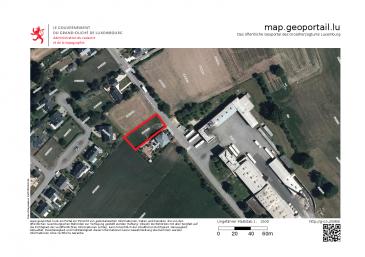 L'agence S&B IMMO vous propose un terrain constructible sis à Erpeldange (Ettelbrück), faisant partie de la Nordstad dans le canton de Diekirch.  Ce terrain est vendu SANS CONTRAT DE CONSTRUCTION, destiné pour la construction d'une maison unifamiliale.  Plan de mesurage cadastral disponible sur simple demande.  Erpeldange avec sa situation calme idéalement pour famille, dispose d'une situation géographique idéale qui permet un accès facile à l'autoroute, les centres villes d'Ettelbruck et Diekirch avec ses centres commerciaux, crèches, etc, et Luxembourg-Kirchberg à 25 min.  Pour d'autres renseignements, resp. pour fixer un rendez-vous, veuillez nous contacter au numéro 691 11 06 06 / 7j/7j et jours fériés!!  Vente exclusive par S&B IMMO. Découvrez tous nos biens sur www.sb-immo.lu