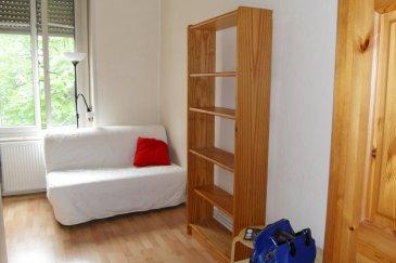 Studio - 14m2 - Strasbourg quartier Krutenau .  Nous proposons à la location, dans le Quartier de la Krutenau à Strasbourg, un studio meublé de 14m2 au 2ème étage sans ascenseur.   Situé à proximité immédiate du campus universitaire, il comprend: une pièce principale, une kitchenette équipée, une salle de douche avec WC.  Le chauffage, l'eau chaude/froide, et l'électricité sont inclus dans les charges.   Libre au 19 / 07 / 2019   Surface Habitable : 14m2   Loyer: 431EUR par mois charges comprises dont 85EUR de provisions sur charges (régularisation annuelle)   Dépôt de garantie: 346EUR   Honoraires à la charge du locataire: 182 TTC (état des lieux compris) dont 42EUR TTC pour l'état des lieux. , ,