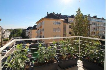 BELARDIMMO vous propose à la location un très bel appartement avec 3 chambres à coucher situé à Luxembourg-Limpertsberg.  L'appartement entièrement rénové en 2016, se trouve au deuxième étage d'un résidence très bien située, proche de toutes commodités, commerces, moyens de transports, et il se compose ainsi :  - hall d'entrée - cuisine ouverte entièrement équipée - living avec accès balcon  - 3 chambres à coucher (dont une avec salle de bain privative) - 2 salles de bains  - WC séparé  Viennent compléter ce bien, une cave et une buanderie commune.  Il est possible de prendre en location un emplacement voiture intérieur au prix de 200€.  L'appartement est disponible à partir du 01/08/2020.  Pour toutes informations complémentaires veuillez vous adresser à Mons. Belardi au  352 621367853.         Ref agence :AB085