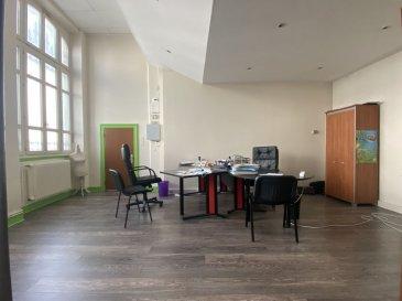 COMMERCE 3 - TOUL. NOUVEAU ! A Toul, place de la répulique, dans un immeuble de caractère, locaux à usage de bureaux comprenant en RDC: un bel espace d\'accueil de 30m2, un vaste bureau reparti en plusieurs espaces de travail (47m²), un coin cuisine, WC séparés. A l\'étage, se trouve une pièce de 23m². Vous profiterez également d\'une cave et d\'une place de stationnement.Possibilité de créer une habitation ( appartement type T2/T2bis) tout en conservant une partie professionnelle.Beau cachet, très lumineux, chauffage gaz de ville, grand parking au pied de l\'immeuble. A voir ! Prix: 107 000 euros FAI, frais d\'agence à la charge du vendeur.- barème honoraires : www.tfimmo.com /nos-honoraires.php - Contact : 06.68.08.05.71 - egerardin.tfimmo@gmail.com