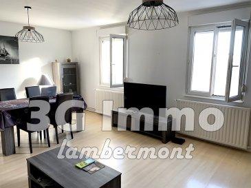 Exclusivité 3G Immo !  A Longwy-Bas, appartement 2 chambres, d'une superficie Carrez de 82m² situé au troisième et dernier étage d'une petite copropriété de 4 lots à proximité des écoles tous niveaux, commerces et de la gare SNCF.   L'appartement se compose d'un hall d'entrée, d'une pièce de vie lumineuse de 26,5m², d'une cuisine full équipée de 13m², de deux chambres 15 et 13,9m², d'une salle de bain (baignoire et meuble vasque), d'un WC séparé et d'une cave pour stockage. A noter que l'accès à la salle de bain se fait via la chambre de 13,9m² (idéal pour suite parentale). Appartement au gout du jour, lumineux et sans travaux puisque l'électricité a été refaite en 2019, les sols sont en parquet flottant et  carrelage dans la salle de bain (janvier 2021),  tous les plafonds ont été refaits en 2019, les huisseries sont DV PVC, chauffage gaz individuel de 2014.  Idéal pour primo-accédant ou investisseur. Copropriété calme et saine, montant des frais de copropriété de 50 euros par mois correspondant à l'assurance du bâtiment, l'électricité des communs et la rémunération du syndic professionnel.   Le prix inclut nos honoraires Pour tous renseignements : Grégory Lambermont : 06.42.85.79.02  François Lambermont : 06.23.51.05.74  www.lambermont-immo.com  www.3gimmobilier.com/lambermont  Mandataires indépendants du réseau 3G Immo Consultant immatriculés au RSAC de Briey N°524 212 917 et N°791 005 580