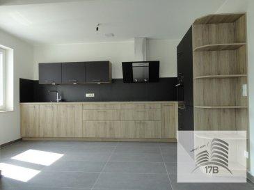 Appartement neuf aux finitions luxueuses, très lumineux situé au premier étage, dans une maison bi-familiale à 2 unités,  construite en 2017  Le bien à une surface habitable d'environ 92 m2 et comprend:  - un hall d'entrée avec WC séparé - un spacieux living avec cuisine équipée ouverte avec accès à une terrasse - deux chambres à coucher - une salle de douche - une cave avec buanderie privative - un garage pour deux voitures en enfilade et un emplacement devant le garage - jardin privatif de 120 m2 avec terrasse commune à l'arrière  Une garantie bancaire de trois mois de loyer est exigée.  Pour tous renseignements supplémentaires ou pour convenir un rendez-vous pour une visite, veuillez nous contacter au (+352) 691 400 705 ou par email : info@17b.lu