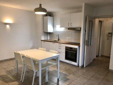 Appartement type F2 situé au 3eme et dernier étage d'une copropriété récente comprenant une entrée avec placard, cuisine équipée ouverte sur séjour avec accès terrasse, une chambre, salle de bains et WC. box en sous sol .