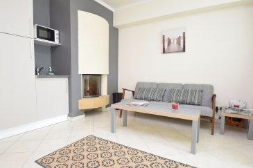 Julien Feld & RE/MAX Select vous proposent ce bureau de 12 m² meublé pouvant accueillir 2 postes de travail. Ce bureau est situé dans un local complètement rénové comprenant 5 bureaux. Mise à disposition d'une kitchenette, d'une salle d'attente, de toilettes, d'une ligne téléphonique et d'un accès internet (inclus dans les charges).