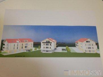 M572789A1 A VENDRE DANS RÉSIDENCE de STANDING  DE 8 APPARTEMENTS dans le centre de VERNY APPARTEMENT de Type F4 de 85m² avec LOGGIA de 14m² disponible fin 2020 début 2021. Situé au premier étage sur 3, offrant une entrée, une cuisine ouverte sur séjour le tout pour 33m² d'espace de vie donnant accès à la terrasse de 14m². 3 chambres de 10 à 12m², une salle d'eau, un Wc séparé. Prestation soignée et de qualité, fenêtre double vitrage PVC volets électrisés, chauffage individuel au gaz par le sol,  sol carrelé, sèche serviette électrique dans la salle de bain. Un garage de 18m² complète ce lot pour 13000' en supplément du prix. A SAISIR CETTE OFFRE A VERNY centre à  PROXIMITÉ DES COMMERCES ET DES ÉCOLES, voisin  de FLEURY, POUILLY, CHERISEY, POMMERIEUX, SILLEGNY, MAGNY, MARLY, 14km de Metz et 10 minutes de la gare TGV ET AÉROPORT Pour plus d'informations Philippe DELAPORTE, Conseiller spécialiste du secteur, est à votre entière disposition au 03 87 15 47 74. Honoraires à la charge du vendeur.