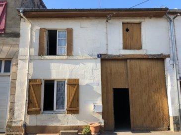 Maison de village comprenant entrée sur cuisine lorraine, salon-séjour, salle d'eau, et wc en rez-de-chaussée, deux chambres au premier, dépendances dont une grande grange, terrain attenant.