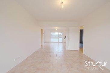 .  +++ SOUS COMPROMIS DE VENTE +++<br><br> Struktur immobilier vous présente en exclusivité cet appartement 4 pièces développant une surface de 81,63 m2 dans une copropriété calme et bien entretenue.<br><br> Il comprend un hall d\'entrée avec placard, un WC, une cuisine ouverte sur un séjour de 36 m2, un cellier, 2 chambres et une salle de bains avec double vasque.<br><br> Une cave privative et un parking commun à la copropriété complètent cette offre.<br><br> Quote-part annuelle 853 EUR<br> Nombre de lots 77