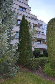 A VENDRE, DANS UNE TRES BELLE RESIDENCE NOBLE, MAGNIFIQUE APPARTEMENT DE GRAND STANDING. Rue Michel Engels, L - 1465 Luxembourg SURFACE HABITABLE : 140 m² SURFACE VENTE : 150 m² SURFACE du LOGGIA : 11,50 m² EMPLACEMENT PARKING POUR VOITURE. CALME ABSOLU DANS UN ENDROIT VERDOYANT, DANS UNE RUE SANS ISSUE. FINITION DE GRAND LUXE A VOTRE CHOIX. AUSSI A VOTRE CHOIX : VERSION 2 OU 3 CHAMBRES, OU BIEN CUISINE SEPAREE. SEJOUR/CUISINE/HALL : 46,54 m² (POSSIBILITE D'AVOIR UN SALON DE 64 m², EN CHOISISSANT VERSION 2 CHAMBRES A COUCHER) SUITE PARENTALE AVEC SDB et DRESSING : 39,67 m² DEUX AUTRES CHAMBRES DE 14 et 18 m² DEUX AUTRES SDB CAVE/BUANDERIE DANS L'APPARTEMENT. ABSOLUMENT A VOIR ! VOUS POUVEZ ME TELEPHONNER AUSSI LE SOIR ET/OU LE DIMANCHE : 691 262 909