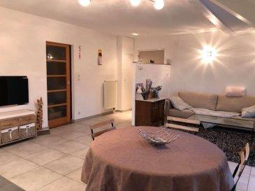 Bel appartement F4 situé au 2ème et dernier étage (sans ascenseur) d'un immeuble calme comprenant : 3 chambres, une buanderie, un wc séparé, un dégagement avec placard intégré, une salle de bain, un séjour avec une cuisine équipée ouverte (lave-vaisselle, four, réfrigérateur, et plaques de cuisson électrique) et une terrasse avec une vue agréable.   Chauffage individuel au gaz   En annexe : un garage privatif