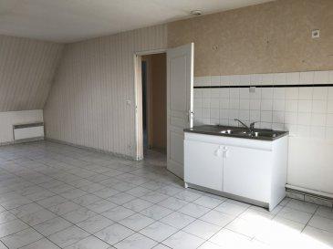 APPARTEMENT PROCHE DES COMMODITÉS. Appartement lumineux proche de la gare, desservit par les bus et à deux pas de la zone commerciale, comprenant une pièce de vie ouverte sur cuisine, deux chambres et une salle d'eau. Parking et possibilité d'avoir un garage. VENEZ VISITER !