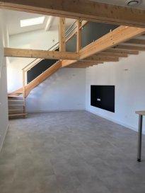 F3 DUPLEX .  REMILLY, à deux pas de la gare et à proximité des commodités, bel appartement F3 neuf en duplex avec entrée indépendante. Il se compose d\'une entrée, d\'une pièce de vie avec cuisine ouverte sur séjour, une salle d\'eau avec wc. A l\'étage deux chambres. Surface habitable de 50.6m2 (85m2 au sol). Disponible au 1er Juillet 2021.<br> LOYER : 600EUR + 10EUR de charges<br> AGENCE VENNER IMMOBILIER<br> 03 87 63 60 09