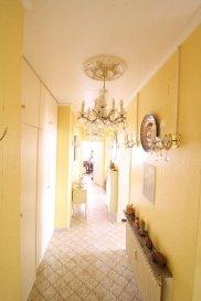 Joli Appartement sis au 4ème étage d'une résidence à 15 unités.   L'appartement se compose comme suit:  - Un hall d'entrée avec vestiaire et WC séparé - Un séjour et une cuisine séparée donnant accès sur un grand balcon orienté plein sud - Deux chambres à coucher et une salle de bains.  Au niveau rez-de-chaussée se trouve le garage et une cave.  Avis aux investisseurs: Actuellement l'appartement est loué, et le bail peut être repris.  La résidence se situe à proximité de toutes commodités Ref agence :ICL 861544