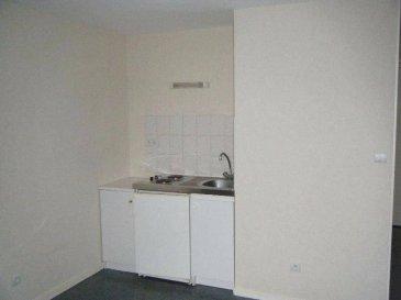 Réf: 0142  Studio de 20 m² idéal premier logement en plein coeur de Berck Plage au 3ème étage sans ascenseur:   Entrée avec placard, salle de vie avec coin cuisine équipée, salle d'eau avec wc.  Loyer: 290 € Charges: 30 € pour l'eau   1 mois de caution   frais d'agence: 187 €  Libre  Réf 0142