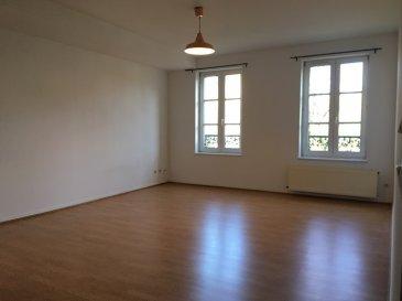 Quartier des Tanneurs.  Agréable appartement F2 de 70m². Il se compose d\'une entrée, séjour, cuisine, chambre, salle de bain (baignoire), WC.  Chauffage individuel au gaz.  Libre de suite
