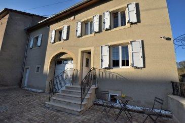 Maison libre de 3 côtés avec environ une surface totale de 320m² dont 160m² habitables située à Gandren commune de Beyren-lès-Sierck composée comme suit:<br><br>RDC<br><br>-Hall d\'entrée<br>-Un petit studio comprenant une kitchenette, une chambre et une salle de douche avec WC<br>- Grand garage 4 voitures<br>- une chambre Froide<br>- Un atelier<br>- Une buanderie<br>- Une petite pièce avec un accès au jardin<br><br>A l\'étage<br><br>- Hall avec bureau<br>- 2 chambres dont une avec dressing<br>- Une salle de bain<br>- un grand salon avec cheminée bois<br>- Un grand séjour ouvert sur la cuisine avec un accès à la terrasse et jardin<br><br>Les combles sont aménageables et la cave voûtée a été joliment aménagée .<br><br>Un permis de construire pour une piscine couverte au fond du jardin a été accepté au cas où les potentiels acquéreurs voudraient en faire une. <br><br>La maison est dans un coin très calme entouré de verdure et sans vis à vis à 5 min de la frontière Luxembourg<br><br>Pour plus d\'informations vous pouvez contacter monsieur David Kempf au 00 352 621 631 841 ou par mail david.kempf16@gmail.com
