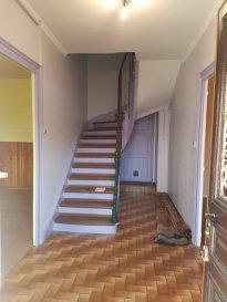 **** VENDU ****  CONCILIUM Immobilière vous propose une charmante maison mitoyenne d'une surface totale de +/- 145m2 dont 95m2 habitable près de la frontière luxembourgeoise (Belval), se composant comme suite:  - d'un grand hall d'entrée,  - cuisine avec salle à manger,  - salon, à l'étage:  - 2 chambres à coucher,  - 1 salle de bain, Grenier aménagable (actuellement une chambre) A l'arrière de la maison se trouve un atelier avec acces par escaliers au jardin.  - cave, Travaux déjà effectuer entre 2009 et 2013, Fenêtres double vitrage PVC et chaudière et tuyauteries Possibilité de faire un garage. Maison à rafraîchir  AFFAIRE A SAISIR
