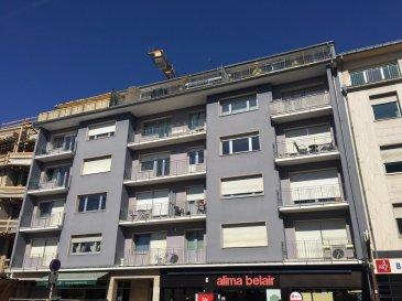 Luxembourg-Belair A vendre dans Résidence « ASTORIA BELAIR »  Appartement au 4ième étage à rénover partiellement Année de construction : 1980 --------------------- Appartement  d'une surface habitable de 75 m2 -Hall d'Entrée avec garderobe -Living avec balcon (orientation sud) -Cuisine équipée fermée (à refaire) avec balcon (orientation nord-ouest)  -1 chambre à coucher  -1 salle de bain avec baignoire, lavabo et W.C. (à refaire) -       1 Balcon direction sud -       1 Balcon direction nord -Cave ---------------------- SURFACES : -Hall         -Marbre -8,5 m2 -Living-Parquet -31 m2 -Cuisine-Carrelage -11 m2 -Chambre 1-Laminat -18 m2 -Salle de bains-Marbre-4,5 m2 -WC séparé-Marbre-2,40m2  -       Balcon                    - Carralge 4 m2 -       Balcon                    - Carralge 2 m2 ---------------------- Les +  - 2 balcons avec orientation nord et sud - à quelques pas du Centre-ville - quartier résidentiel (vignette gratuite) - situation proche transport en commun  - station bus à 20 m (Lignes 5 & 6 (Luxembourg-Bertrange et 215 (Luxembourg-Merl/Helfent)  - Adresse : 16-20, avenue du X Septembre L-2550 Luxembourg -----------------------  Pour plus de renseignement ou un RDV contactez : SIGELUX : Claude Colling 691 650 724 ou 46 71 31 ou  info@sigelux.lu