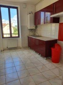 Appartement de 77 m2 type F4 situé au 1er Etage  Ce logement est composé de quatre pièces, une salle de bains avec douche, et une cuisine aménagée et partiellement équipée. A proximité de commerces de quartier, vous y trouverez la tranquillité. LOYER 500 € Av/Ch 35 € DEPOT DE GARANTIE 500 € FRAIS D AGENCE 500 @