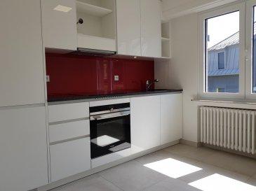 A louer à Luxembourg-Belair, un appartement rénové non-meublé au 3ème étage dans une résidence avec ascenseur comprenant un hall d'entrée, un grand séjour, une cuisine équipée et indépendante avec accès balcon, deux chambres, une salle de bain, une toilette séparée, une cave et une buanderie commune.  Libre de suite. Caution 3900 Eur.