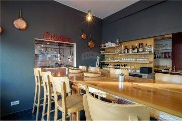 Veuillez contacter Cristina Ferreira pour de plus amples informations : - T : +352 621 504 529 - E : cristina.ferreira@remax.lu  RE/MAX Luxembourg vous propose un fonds de commerce à la vente ayant comme activité : café-restaurant.   Très bien situé, proche d'un centre d'affaires et sans concurrence directe.  Le bar-restaurant est convivial et charmera sa clientèle de par sa cuisine internationale et pour son cadre chaleureux.   - Une cuisine, professionnelle entièrement équipée est à votre disposition.  La salle a de la place pour 40 couverts ainsi qu'un bar.   Le bar-restaurant a été entièrement rénové (nouvelle hotte juin 2021), idéal pour un couple voulant travailler ensemble.  Le loyer actuel est de 3 440,08€  Un chiffre d'affaires positif est à l'appui.  Frais d'agence RE/MAX : Les frais s'élèvent à 10 % plusTVA du Loyer annuel à charge de la partie venderesse