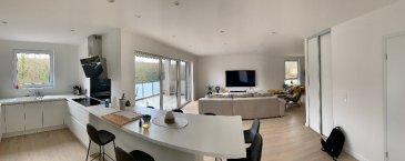 Appartement Neuf Sarreguemines 4 pièces 103.40 m2. Dans un quartier très prisé de Sarreguemines, venez découvrir ce magnifique appartement neuf de haut standing.   Appartement de type T4, vous offrant un espace de vie avec une cuisine entièrement équipée ouverte sur un séjour spacieux et baigné de lumière d'environ 60 m² avec accès à une belle terrasse de 16 m² avec vue dégagée.  Vous profiterez de deux chambres de superficie agréable, avec dressing aménagé, d'une salle de douche avec douche à l'italienne et un wc individuel.  Pour votre confort, vous disposerez d'un cellier/buanderie, de deux places de parking sécurisées et couvertes et d'une place de parking en extérieur.   L'appartement dispose d'un chauffage gaz au sol basse consommation, de volets roulants en PVC, et de menuiseries extérieurs en PVC double vitrage.   Les finitions haut de gamme et les matériaux de qualité de cet appartement ne pourront que vous séduire !   AVIS AUX PLUS RAPIDES !  Pour nous contacter: Agence Nord Sud Immobilier Sarreguemines 03.72.64.01.02 dont 6.00 % honoraires TTC à la charge de l'acquéreur. Copropriété de 16 lots (Pas de procédure en cours). Charges annuelles : 850.00 euros.