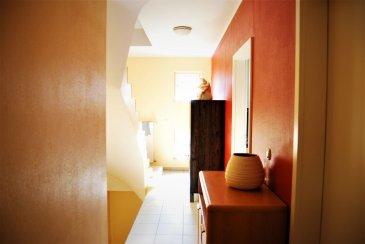Version FR, voir ci-dessous. English version, see below   RCI - REFFAY Christophe Immobilien (691 661 661) presentéiert Iech hei  e grousst Haus vun 1997, mat enger Veranda, am Paffendall, een vun deenen eelste Quartier\'en vun der Stad.  D\'Haus ass esou agencéiert:  Um RDC: - 1 Entrée - 1 Garage vun +/- 9 m laang, fir e grousse Auto + Raumeck - 1 Duschraum mat enger Toilette - 1 Heizungsraum mat engem Gas-Chaudière  Um 1. Stack: - 1 voll agerichte oppe Kichen  - 1 Iesszëmmer  - 1 Wunnzëmmer mat enger schéiner Vue op d\'Natur - 1 gehëtzten Veranda  Um 2. Stack: - 1 grousst Schlofzemmer - 1 aanert grouss Schlofzemmer - 1 Buedzëmmer  Um 3. Stack: - 2 grouss Schlofzemmeren déi nach mussen agericht gin  D\'Haus huet och e Spaicher an 2 Parkplazen virun der Dier. Et ass an enger Niewestrooss mat wéineg Traffic.  VISITEN sin all Mettwochs vun 11 Auer bis 14 Auer op RDV.  Fir all Informatioun, kontaktéiert: RCI - REFFAY Christophe Immobilien 691 661 661 christophe.reffay@rci.lu  ---------------------------------------------------------------  RCI - REFFAY Christophe Immobilien (691 661 661) vous présente ici   une grande maison de 1997 avec une véranda à Luxembourg-Ville, dans le Paffenthal, un des plus vieux quartiers du Luxembourg.   La maison se compose ainsi :   Au RDC :   - 1 hall d\'entrée - 1 garage de +/- 9 m de long, pour une grande voiture + du stockage - 1 salle de douche avec WC - 1 chaufferie avec une chaudière au gaz   Au 1er étage :  - 1 cuisine complètement équipée donnant sur  - 1 salle-à-manger ouverte sur  - 1 salon avec une belle vue sur la nature - 1 véranda chauffée  Au 2e étage :  - 1 grande chambre  - 1 autre grande chambre  - 1 salle de bains   Au 3e étage :  - 2 grandes chambres à aménager  La maison dispose aussi d\'un grenier pour le stockage et de 2 emplacements de parking.  Elle est située dans une rue secondaire avec peu de trafic.   VISITES : les mercredis d\'11 h à 14 h sur RDV.  Pour tout renseignement, merci de contacter :  RCI - REFFAY 