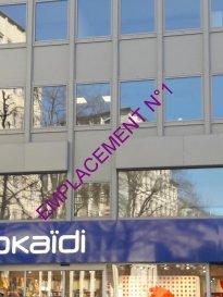 Remax , spécialiste de l'immobilier au Luxembourg, vous propose Avenue de la gare, un grand espace bureaux d'environ + ou - 150 m2, idéalement situé avec une visibilité optimale. Au premier étage (Ascenseur) d'un immeuble moderne, ces bureaux en l'état actuel, sont composés d'un grand espace d'accueil de 42 m2 , distribuant 6 bureaux et salle de réunion de 9 à 28 m2, toilettes. Les grandes baies vitrées en triple vitrage donnant sur l'Avenue, apportent un confort accoustique absolu et une belle luminosité. L'intégralité des sols sont en marbre-comblanchien. On notera la présence dans toutes les pièces, de rails complets pour  prises et câblage informatique, de faux plafonds et d'un éclairage professionnel type plafonnier de bureaux  . Une vitrine à usage multiple au rez- de-chaussée de ce bel immeuble complète l'offre. Vous cherchez un emplacement de qualité avec une visibilité maximum, une possibilité de moduler les bureaux selon vos besoins..n'hésitez pas à me contacter et à soumettre vos propositions éventuelles. Possibilité location de parking à proximité... contactez  Bertrand GILL   691 89 80 10     Email   bertrand.gill@remax.lu   Ref agence :5095875
