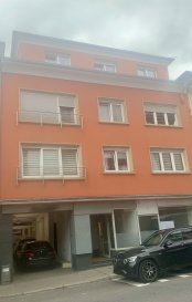 LUXEMBOURG-BONNEVOIE, 790.000 Euros  Appartement (+-93,38 m2) au 3ième étage. Construction 1960.  Entièrement rénové en 2014. Près de toutes commodités et accessibilité.  Sous-sol: cave.  3ième étage:  Hall d'entrée, Living (+-25m2), cuisine équipée indépendante (+-16m2 / 2014 / Valeur 10.000 Euros) avec accès Terrasse (+-4m2 / Exposition Nord-Ouest), WC séparé, 2 chambres (+-14m2 / 12m2).  4ième étage: grenier aménagé en Bureau (+-14m2)  Équipements:  Dalles en Béton, Double vitrage PVC avec volets manuels (2014), Chauffage Gaz aux radiateurs (2014), Toit (Zink / isolé / 2014), Électricité (2014), Façade (2014), Sanitaire (2014), Détecteur de Fumée, Parlophone, Antenne SAT.  Super Affaire à saisir...   ***HERBY IMMO = MEILLEURS PRIX DU MARCHE***   (Herby Immo vous garantit le prix d`achat le moins cher du marché)
