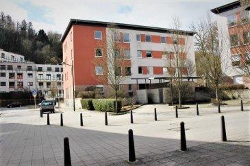 Luxembourg-Muhlenbach, Appartement lumineux et spacieux, situé au 2iéme étage d'une résidence de 2002, très bien entretenue.  Ce bien vous offre: un hall d'entrée, grand séjour et salle a manger orientation sud/est, cuisine équipée individuelle, une salle de bains, WC séparé, deux belles chambres à coucher.  Deux caves privative au sous-sol, buanderie commune et un emplacement parking intérieur compléte le bien.  Tout au proche du centre-ville de Luxembourg, à proximité des écoles, des transports publics, des supermarchés.   Disponibilité à convenir. Pour plus des renseignements ou one visite veuillez nous contacter au: 352 691 850 805. Ref agence : 435