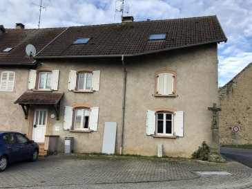 VIEUX LIXHEIM, IMMEUBLE DE RAPPORT.  Axe Sarrebourg-Phalsbourg, spécial Investisseur, comprenant 3 logements de type F2 d'environ 60m2 chacun. Fenêtres dv pvc. Isolation intérieure. Chauffage individuel. Bon rapport locatif. Prix: 128.600 € FAC dont 7,17% d'honoraires charge acquéreur