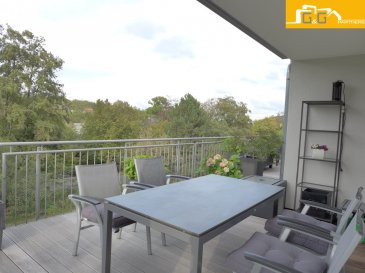 Magnifique penthouse de luxe de +- 300 m2 de surface utile avec grande terrasse de 75,55 m2 au 2ième étage dans une petite résidence soignée de 2013 à Syren.  Objet très rare et idéal pour personnes à mobilité réduite.  Ce bien se compose de :  - 1 grand living avec cuisine équipée ouverte de 51,08 m2 avec accès à la terrasse - 2 belles chambres à coucher avec accès à la terrasse - 1 grande chambre avec dressing privé de 18 m2 avec accès à la terrasse - 1 grande terrasse de 75,55 m2 qui fait le tour du penthouse - 1 grande salle de bains avec baignoire balnéothérapie, douche à l'italienne et WC - 1 salle de douches avec douche hydromassante et WC - 1 spacieux hall d'entrée avec buanderie privée / débarras - 1 emplacement extérieur privé avec accès facile pour personnes à mobilité réduite - 2 emplacements intérieurs privés avec espace de stockage - 1 grande cave privée de 13.38 m2 - 1 grand grenier de +- 35 m2 dans les parties communes en utilisation exclusive - Surface habitable: 124.19 m2 - Surface utile: +- 300 m2 - Libre +- 05/2021  N'attendez plus, contactez-nous par:  EMAIL: info@gng.lu TEL: 621 366 377