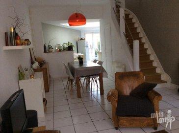 Venez visiter cette jolie maison des années 30 avec Miss-Immo, très bien située au coeur de ville de Mouvaux, à 5 mn du tram 3 suisses, à 3 mn à pieds  des écoles et des commerces.  Lorsque vous rentrerez, vous aurez le Coup de Coeur ! Elle offre une entrée séparée, une belle pièce à vivre (salon, salle à manger) donnant sur la cuisine équipée, Un agréable petit extérieur saura vous séduire. toilettes annexées.  Quant aux 2 étages, le premier offre une salle de bains baignoire + douche et une grande chambre avec dressing.  Le second, lui se distingue par 2 chambres dont une passante.  Atouts complémentaires : un grenier pouvant être aménagé, une taxe fonicère de 400 '   Prix  : 213 000 ' honoraires inclus charge vendeur honoraires à consulter sur la home page du site internet  L'Avis de Miss-Immo : une très belle déco, un emplacement de choix  ! Maison très agréable à vivre  Ref agence :749