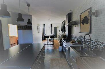 maison bourgeoise 163 m2 sur 1800m2 terrain arboré.  decouvrez cette jolie maison bourgeoise située  proche de toutes commoditées, avec un trés bel espace de vie de 85 m2, composée d'un salon / séjour et d'une cuisine équipée donnant sur un coin repas, un cellier, un WC, au dessus : suite parentale composée d'une chambre , d'un dressing et d'une salle de bains , un WC, deux autres chambres et une salle d'eau, au dessus nous avons un comble aménageable, cave en dessous, deux garages en facade, cour à l'arriére avec accés sur un parc arboré.. charmante maison en trés bon état, trés bien enetretenu, coup de coeur assuré