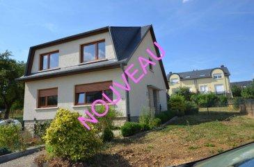 Isma BAUER RE/MAX spécialiste de l'immobilier au Luxembourg vous propose à la vente cette agréable maison à Strassen, dans un quartier très calme, ceci sur 3 niveaux avec une superficie de +/- 160m² habitables et 234m² utile. Il est possible d'aménager +/- 50m²  sous les combles en plus (devis sur demande).  Elle se compose au rez-de-chaussée:   - d'un hall d'entrée  - un wc séparé  - une cuisine entièrement équipée indépendante et ouverte sur la terrasse  - une salle à manger  - un double séjour  - une salle de douche    A l'étage se trouve:   - un hall  - quatre belles chambres de (15,15,15 et 17 m²)  - une salle de bain fenêtre et WC  Au sous-sol:   - un coin buanderie  - un grand garage pour 2 voitures  - une chaufferie  - un appartement de 38 m² avec une pièce indépendante, salle de douche, WC et coin pouvant accueillir une cuisine (cet espace convient parfaitement a une activité indépendante ou à l'accueil d'une fille au-pair)  Un grand jardin complète ce bien.   Cette maison a été entièrement rénovée en 2018 (fenêtres, cuisine, électricité, peinture...)   Elle convient parfaitement à une grande famille.   N'hésitez pas à nous contacter.   La commission d'agence à la charge du vendeur est incluse dans le prix de vente.   N'hésitez pas a nous contacter.   ISMA BAUER: conseiller RE/MAX +352621813784 isma.bauer@remax.lu Ref agence :5096243