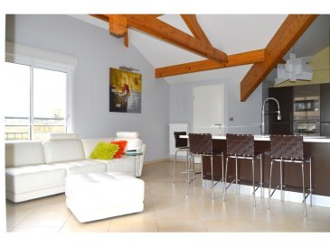 L'agence IMMOLORENA de Pétange en collaboration avec FRONGIA SARL Agence Immobilière a choisi pour vous ce bel Appartement de standing au deuxième étage de 80 m2, sans vis-à-vis Il se compose comme suit:   - Hall d'entrée avec placard de 7,31 m2, donnant accès à la terrasse de 12 m2, - Double living et cuisine équipée haut gamme ouverte de 36,83 m2 - Cellier de 3,60 m2 - Hall de nuit faisant 5,50 m2 - Deux belles et charmantes chambres de 14,24 et 12,51 m2, avec placard et dressing - Une très belle salle de bain avec baignoire, douche et coin buanderie de 7 m2 - WC séparé de 1,50 m2  L'appartement dispose également d'un garage privative et une chaudière à condensation VIESSMAN individuelle.   3% du prix de vente à la charge de la partie venderesse + 17% TVA Pas de frais pour le futur acquéreur  Pour tout contact: Joanna RICKAL: 621 36 56 40  Vitor Pires: 691 761 110  Kevin Dos Santos: 691 318 013  L'agence ImmoLorena est à votre disposition pour toutes vos recherches ainsi que pour vos transactions LOCATIONS ET VENTES au Luxembourg, en France et en Belgique. Nous sommes également ouverts les samedis de 10h à 19h sans interruption. Demander plus d'informations