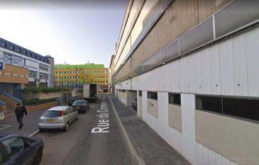 LUXEMBOURG-GARE PARKING EN VENTE!!!!  Real G Immo vous propose en vente un emplacement de parking couvert sis dans la rue du Commerce à deux pas de la gare de Luxembourg.  Dimensions: 4.83m x 2.22m   Pour plus de renseignements ou une visite (visites également possibles le samedi sur rdv), veuillez contacter le 28.66.39.1.  Les prix s\'entendent frais d\'agence de 3 % TVA 17 % inclus.  Les visites ont repris, et nous sommes heureux de pouvoir à nouveau vous revoir ! Notre équipe sera équipée de gants et de masques afin de vous recevoir ou vous faire visiter nos biens en toute sécurité.     Ref agence :72987
