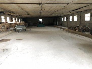 2 hangars à Mardigny.  Voici un hangar couvert de plain pied et un appenti semi fermé de stockage. Le premier fait 300 m2 au sol et le second 100 M2. Ils peuvent permettre l'entreposage de matériaux ; Il ne sont pas éligible pour de l'habitation. Il n'y a aucun raccordement mais la proximité des réseaux permettrait de le faire moyennant un surcoût. Sur l'appentit, la couverture est en fibro ciment amiantée. L'accès est indépendant et carrossable : chemin non bitumé ; Une servitude permettra l'utilisation de celui ci de manière paisible. Une partie ennherbée d'environ 500 M 2 sur le coté du hangar complète l'ensemble. Pour plus d'informations contactez Stéphane LEGENDRE au : 06 64 54 93 62