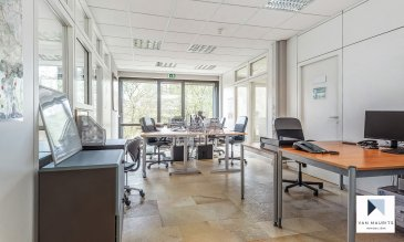 Stratégiquement localisé à quelques minutes du centre-ville, à proximité du quartier des affaires et à distance idéale de la gare de Luxembourg et des axes autoroutiers, le centre d'affaires Syre One vous propose :  Un espace privatif meublé, comprenant 6 postes de travail entièrement équipés :  - 6 tables - 6 caissons - 2 armoires à clés - 6 fauteuils - 6 téléphones  Avec services suivants inclus :  - Charges locatives : eau, électricité, chauffage ; - Réception, accueil des visiteurs de 08h30 à 12h30 et de 13h30 à 17h30 hors jours fériés ; - Réception du courrier ; - Entretien des communs et des bureaux ; - Accès aux espaces complémentaires (cuisine équipée, coin lunch, machine à café, fontaine d'eau, sanitaires, terrasse) ; - Wifi, câblage avec prise informatique et téléphonique.  - Loyer mensuel : 2600,00 €/mois + TVA 17 %, charges communes comprises - Dépôt de garantie : 2 mois de loyer - Frais d'agence : 1 mois de loyer + TVA 17 %  Possibilité de louer un emplacement de parking, en fonction des disponibilités: Loyer mensuel : 145 € + TVA 17% / emplacement  Services complémentaires « à la carte » : secrétariat et consommables (TARIFS HTVA) : - Assistance administrative : affranchissement du courrier, classement, organisation de la salle de réunion, envoi de fax, emails et DHL: 60 €/heure - Officer : rédaction de courriers, frappe de rapport, facturation, commande de fournitures de bureau, …): 90 €/heure - Impression/copie A4: 0,14 €/page - Service + café et boissons aux clients: 2,50 €/boisson - Abonnement ligne téléphonique personnelle: 20 €/ligne/mois.  CONTACT :  Madame Isabelle Dehon Tél.: 28.86.86.20 Email: contact@syreone.lu