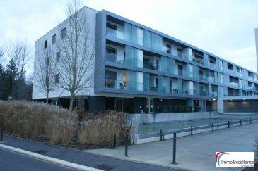 LOUE !! Mondorf-les-Bains (luxembourgeois : Munneref, allemand : Bad Mondorf) est une localité luxembourgeoise et le chef-lieu de la commune portant le même nom située dans le canton de Remich.<br><br>La localité est connue pour sa ville thermale et les sources thermales utilisées à des fins thérapeutiques.<br><br>IMMO EXCELLENCE vous propose un joli et moderne appartement meublé de 52 m2 situé dans une Résidence récente. L\'appartement se situe au deuxième étage et comprend un hall d\'entrée, une moderne cuisine équipée, un séjour avec accès sur le balcon, un débarras, une chambre-à-coucher avec accès sur le balcon, une salle-de-douche, un balcon, une cave ainsi qu\'un emplacement intérieur. L\'appartement st entièrement meublé et dispose également d\'un chauffage au sol. <br><br>L\'appartement se situe dans un endroit très calme et à proximité de toutes commodités.<br><br>A voir absolument !<br />Ref agence :3426702