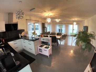 PERL   Wunderschöne Penthouse Wohnung mitten in PERL von 2013 +-137 m2 -3 Schlafzimmer davon eins mit eigenem Badezimmer mit Whirlpool und Dusche -2 Badezimmer -Wohn/Esszimmer mit Kamin und Ausgang zu den Balkonen mit Sicht nach Luxemburg -Einbauküche -HWR -2Stellpätze -gehobene Ausstattung....  485.000 €