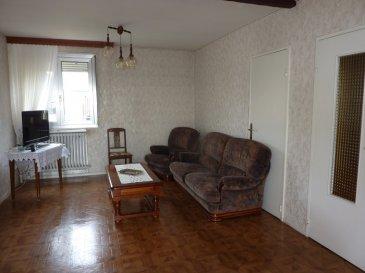 Nous vendons au 6 de la rue Debussy à BOUZONVILLE (Moselle), à proximité immédiate des principaux commerces de l\'agglomération :  une coquette maison de ville mitoyenne des deux côtés, établie sur un terrain de 2,92 ares.  Elle offre en plain-pied intégral : Un salon et séjour de 26 m2 avec balcon arrière Une cuisine aménagée et équipée de 10 m2 Un WC séparé.  A l\'étage : Trois belles chambres de 14 – 11,30 et 9,30 m2 Une salle de bains et WC de 6,60 m2.  L\'ensemble sur un sous-sol complet permettant un accès direct en rez-de-jardin à son terrain clos. Une cuisine d\'été peut y être installée.    Avec aussi un garage à porte motorisée pour le stationnement d\'une voiture et moto. Une cave à vin et légumes est aménagée sous ce garage.  *** Double vitrage *** Tous niveaux sur dalle y compris les combles *** Isolation par 36 cm de laine de roche au sol des combles.  LE BIEN EST IMMEDIATEMENT DISPONIBLE  Il est habitable en l\'état.  CONTACT :  Gérard STOULIG – Agent commercial au : 03 87 36 12 24 ou l\'agence au 03 87 36 12 24.  NB : Les frais d\'agence sont inclus dans le prix annoncé.