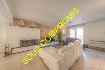*** SOUS COMPROMIS ***   RE/MAX spécialiste de l'immobilier à Frisange vous propose en exclusivité cette superbe maison mitoyenne sur un terrain de 2.11 ares. Construite en 2010, elle dispose d'une superficie habitable de 160 m² pour 265 m² au total.  La maison se compose au rez de chaussée, d'un hall d'entrée avec placard intégré, d'un vaste espace de vie avec salon, salle à manger donnant accès sur la terrasse et d'une cuisine entièrement équipée avec îlot central le tout environ 45m² ainsi qu'un WC séparé.  Au premier étage, trois belles chambres d'environ 13, 15.5 et 15.6m², une salle de bain d'environ 9m² avec douche italienne, baignoire et vasque, un dressing d'environ 2.5m² et un WC séparé    Au deuxième étage, une suite parentale d'environ 55m² au sol avec dressing et une salle de bain comprenant une douche italienne, une vasque et un WC.    Sous sol : Un local technique d'environ 5.5m², une buanderie d'environ 4.3m², une cave d'environ 40m² ainsi qu'un garage 2 voitures d'environ 30m²  Extérieur : un jardin orienté sud, une terrasse de 24m² et 2 emplacements à l'avant.  Superbe maison à découvrir, offrant d'excellentes prestations : double vitrage, volets électriques, alarme, isolation extérieure, foyer à bois et adoucisseur d'eau   Idéalement située dans un quartier calme et à 15 minutes de Luxembourg ville.  Disponibilité à convenir.  Contacter MR FORRETT Jonathan au +352 621 301 943 / jonathan.forrett@remax.lu Ref agence :5095566
