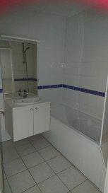 Bel appartement habitable de suite dans une belle résidence Composé d'un séjour, une cuisine, une chambre, une salle de bain, 1 wc, 1 placard et un balcon de 8 m²